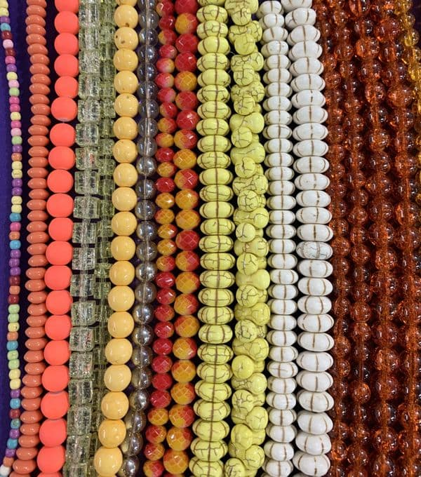 Deal 60 - 30 mixed strands of beads plus 10m elastic